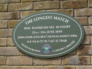 Plaque_on_Wimbledon_Court_No._18_to_commemorate