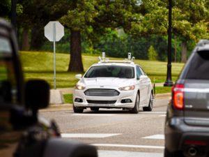 Ford-Fusion na publicznej drodze. źr. Ford